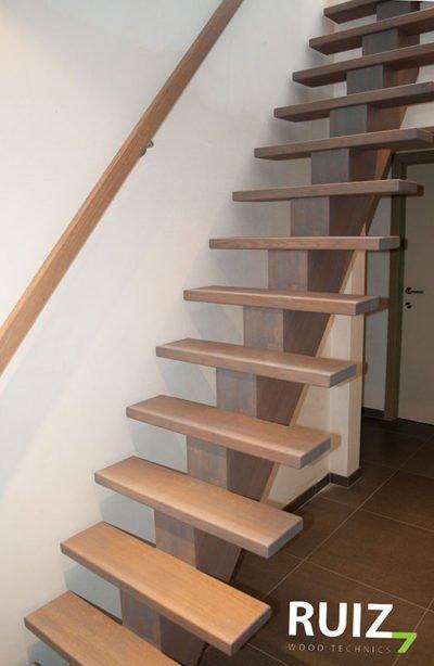design trap met een centrale boom