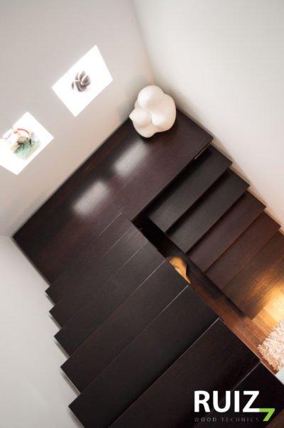 houten designtrap in u model met bordes