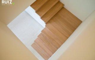 Houten design trap in Z look met kasten onderaan ingebouwd