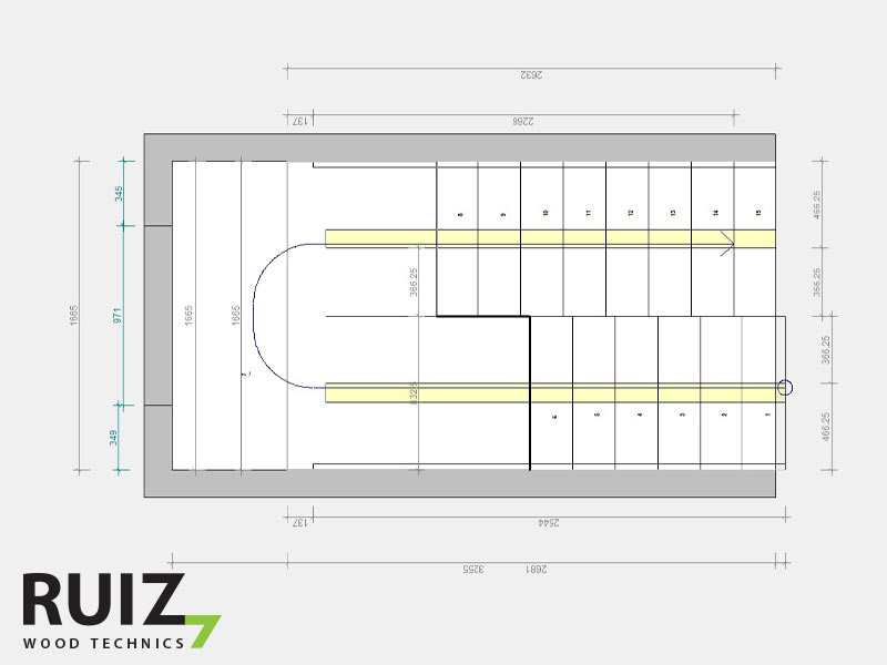 grondplan trap met centrale middenboom en bordes