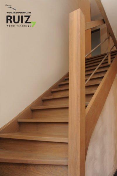 houten zelfdragende trap met inox balustrade