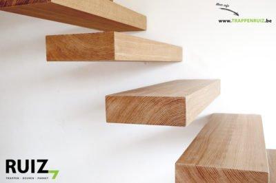 Zwevende trap volledig uit eik gemaakt